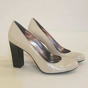 Calvin Klein Size 7.5 Light Gray Pumps